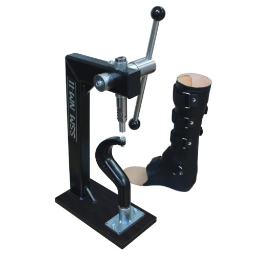 Riveting machine for orthotics
